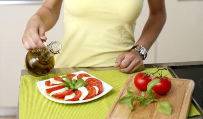 Hem Yemeklik Hem Atıştırmalık Caprese Salatası Tarifleri