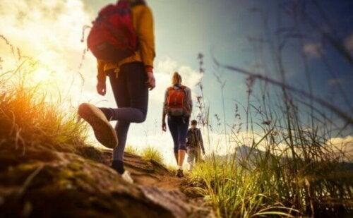 Doğa yürüyüşü yapan bir grup