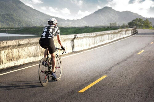Bisikletçi adam