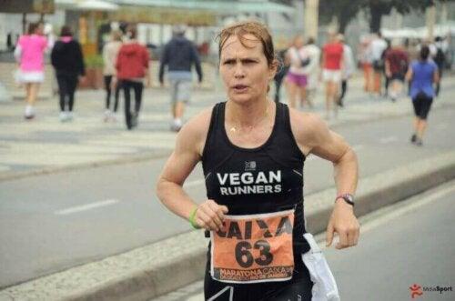 Fiona Oakes maratonda koşuyor