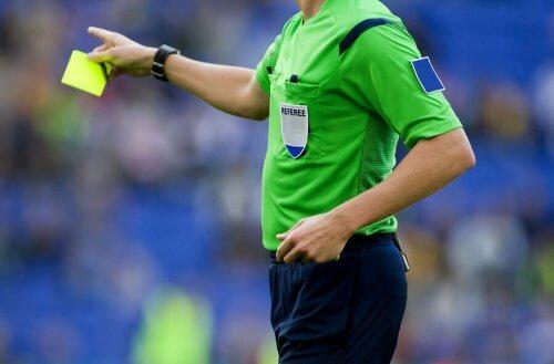 Futbolu Yöneten Kurallar