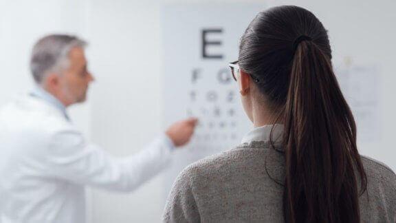göz doktorunda test