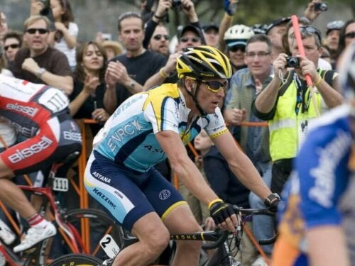 Lance Armstrong yarışırken