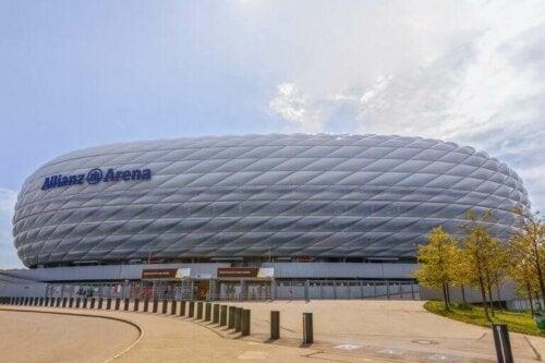 Bayern Münih'e ev sahipliği yapan Allianz Arena, dünyanın en iyi stadyumlarından biridir.