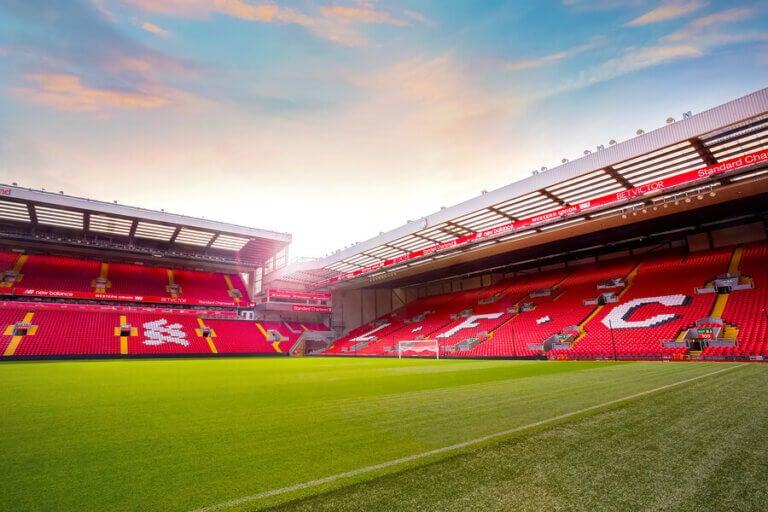 Liverpool'un Mabedi Anfield: Görülmeye Değer bir Stadyum