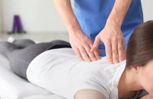 Kime Gitmeli: Fizyoterapist, Osteopati Uzmanı, Kiropraktör