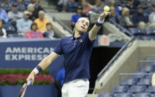 Teniste Servis: Türlerini ve Nasıl Geliştirileceğinizi Öğrenin