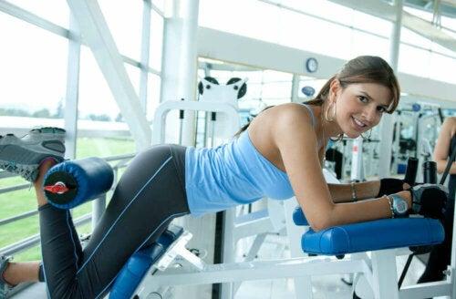 Spor Salonunda Zayıf Tekniğin Yol Açtığı Omurga Sorunları