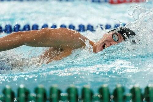 Stresle savaşmak için egzersiz yapmak: yüzme