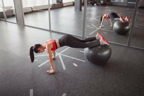 Sağlık Topları ile Yapılabilecek 4 Vücut Egzersizi