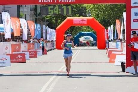 maratonu bitiren kadın