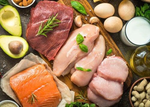 Pişirilmek için hazırlanmış farklı çeşitte etler