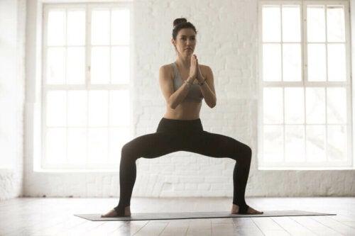 İç bacak kaslarını, yani addüktör kaslarını güçlendirmenin yolları var.