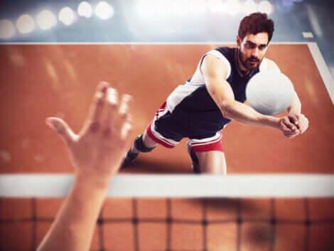 voleybol defans yapan sporcu