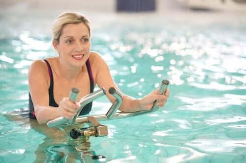 aqua cycling havuz kadın