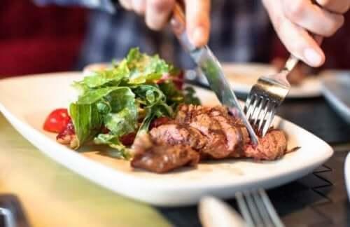 Et ve yeşillik bir arada