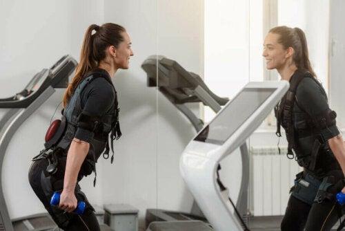 Elektrostimülasyon eğitimi kalori yakmanıza yardımcı olur.