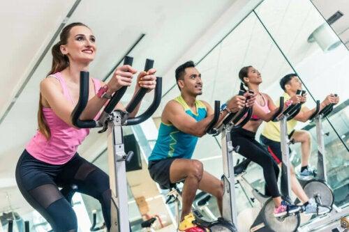 fitness salonu insanlar