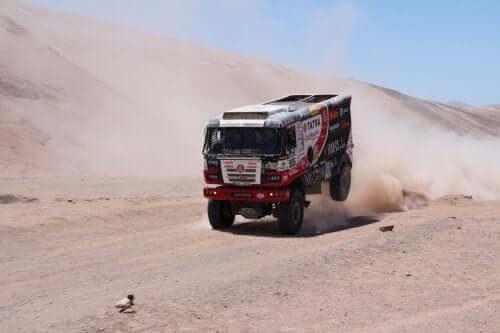 Dakar rallisinde bir kamyon