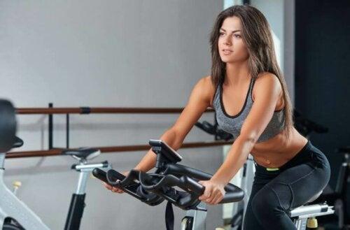 sabit bisikletler, en iyi kardiyo makineleri arasındadır
