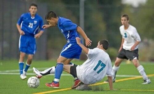 Maç yapan futbolcular.