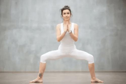 kalça kasları için suma squat
