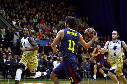 Bir basketbol maçındaki Juan Carlos Navarro.