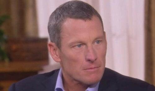 Lance Armstrong'un bir röportaj sırasında çekilmiş bir fotoğrafı.