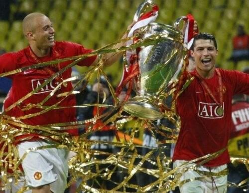 Manchester United ile birlikte Şampiyonlar Ligini kazanan Wes Brown ve Cristiano Ronaldo.