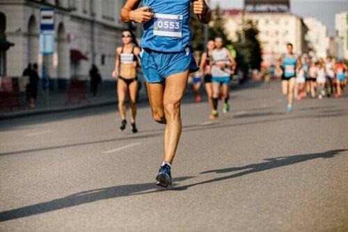 Bir maratondaki koşucular.