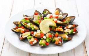 Mussels with onions and peppers