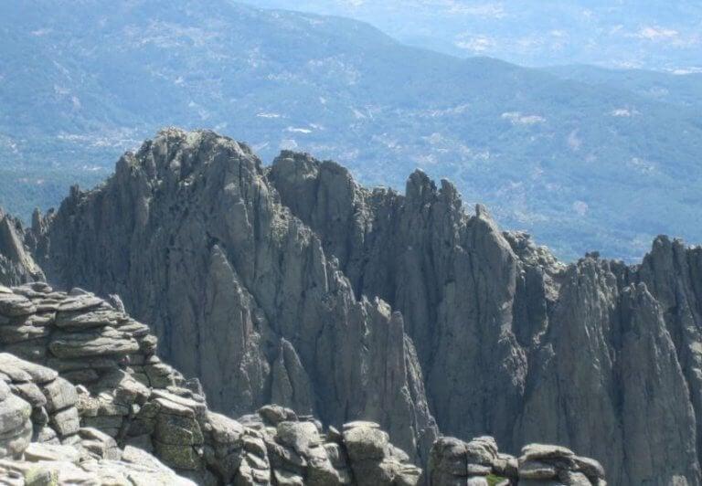 udsigt over klipper og bjerge