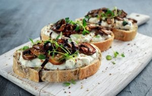 Toasts with mushrooms.