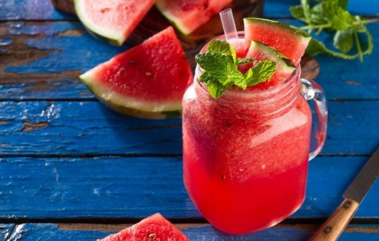 frisk drink med vandmelon