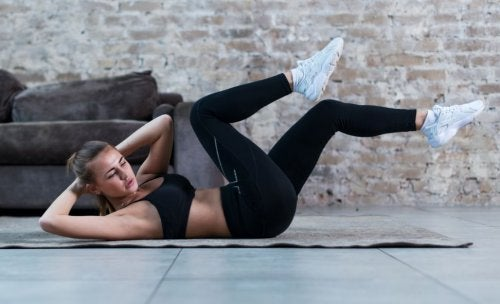 woman doing bicycle crunches living room LAB exercises