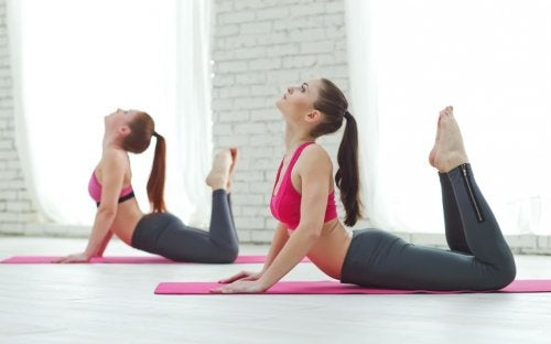 women doing pilates in studio benefits of pilates