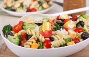 Pasta salad with bimi.