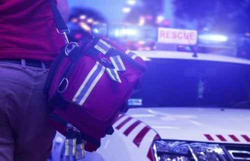 The emergency backpack should be like the type used for hiking.