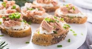 Toasts with tuna fish.