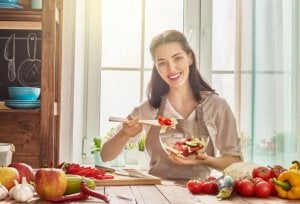 Best routines: woman eating healthy.