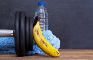 Water bottle with weights and banana