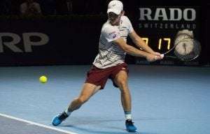 Tennis player doing a perfect volley.