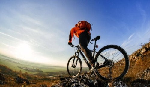 Man mountainbiking on rocks and grass fundamentals of cycling