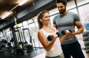 fitness routine for women, dumbbells