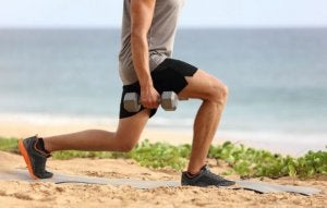 Man doing lunges with dumbbells to get strong legs