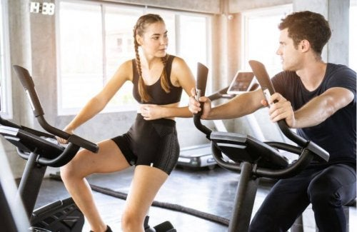 Couple on bike machine at the gym don't eliminate cardio exercise