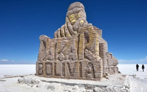 Bolivia's Dakar Rally sculpture.