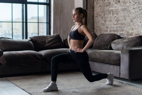 Lunges can be dynamic or static.