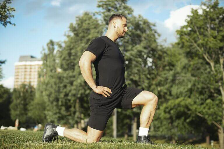 A man doing lunges in the park to strengthen his quads