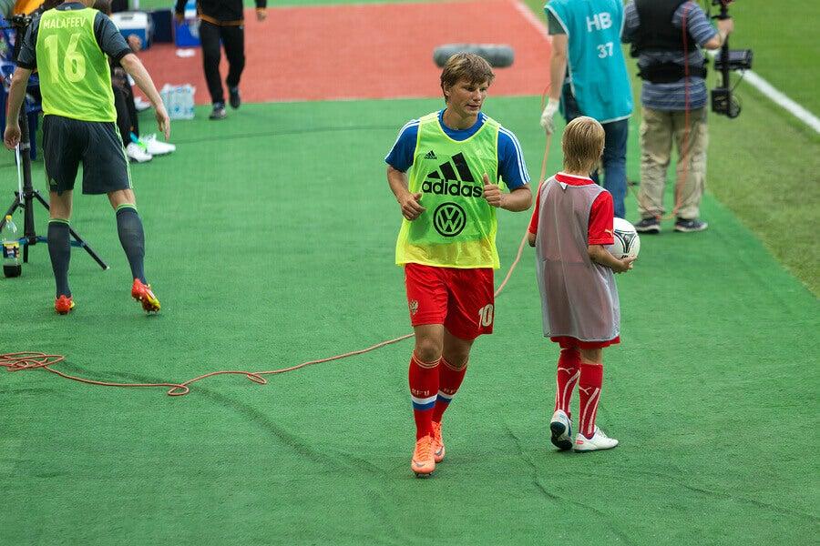 Andrei Arshavin prepares to enter football match.